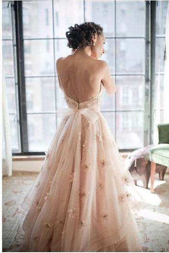 Robe de Mariée : La couleur de nouveau tendance ? robe de mariée couleur